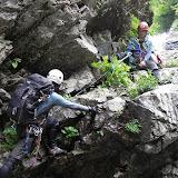 まだまだ許してくれない中ノ俣沢 7m滝は左壁から斜上バンドへ