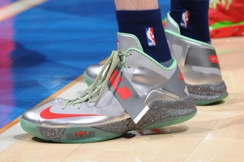 best website b85f1 b4ad2 Detailed Look at Nike Zoom Soldier VI Christmas PE   NIKE LEBRON - LeBron  James Shoes