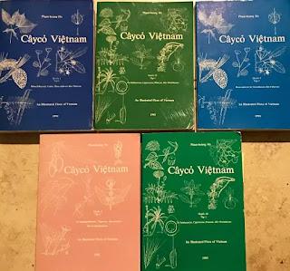 Một số hình bìa bộ sách đồ sộ Cây Cỏ Việt Nam gồm 6 Quyển 2 Tập của GS Phạm Hoàng Hộ xuất bản tại hải ngoại.