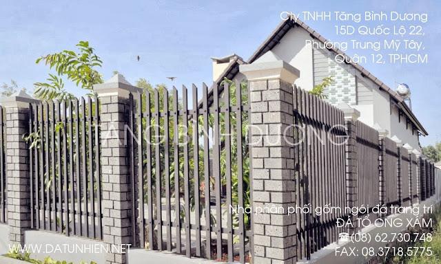 Ngôi nhà ốp đá tổ ong xám 10x20 cm các cột trụ hàng rào