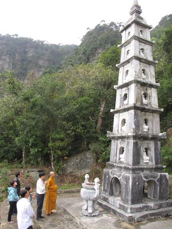 Tháp đá 7 tầng chùa Hồ Thiên