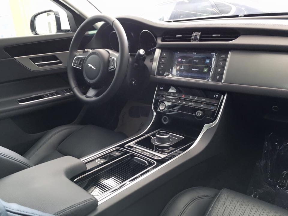 Xe Jaguar XF New Model 010