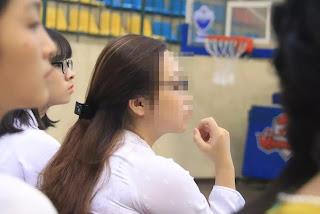 Nữ sinh T.P.T, được nâng khống 14,85 điểm, có mặt tại buổi lễ vinh danh những thủ khoa của Trường Đại học Sư phạm Hà Nội năm 2018.
