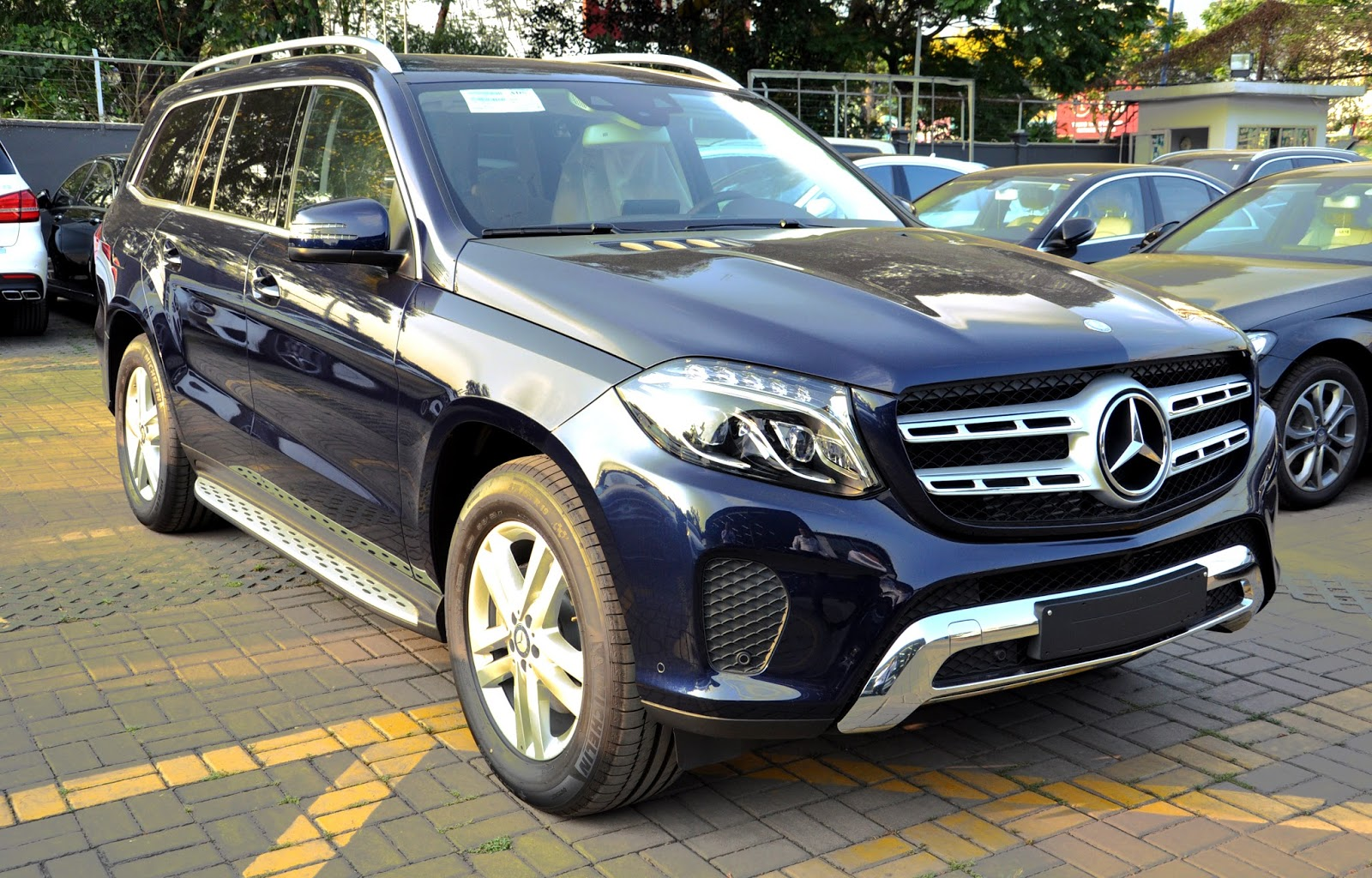 Xe Mercedes Benz GLS 350 d 4Matic 01