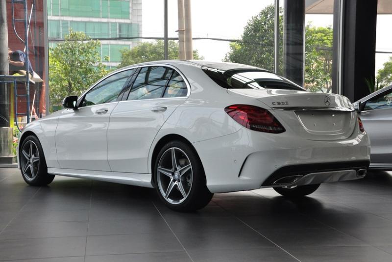 Giá xe Mercedes Benz C300 AMG New Model 01