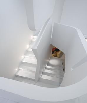 diseño-escaleras-blancas-iluminadas
