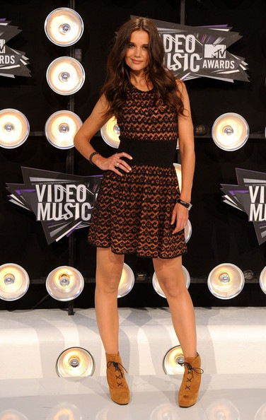 Katie Holmes arrives at the 2011 MTV Video Music Awards