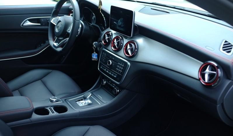Nội thất xe Mercedes Benz CLA45 AMG cũ 2014 02