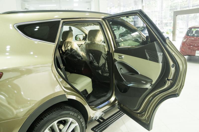 Nội thất xe ô tô 7 chỗ Hyundai Santafe Màu Nâu 08