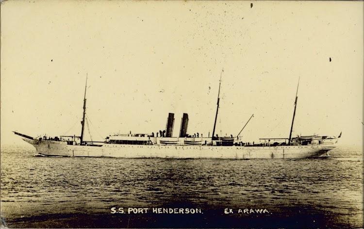 El vapor PORT HENDERSON en lugar y fecha indeterminados. Foto de State Library of New South Wales.jpg