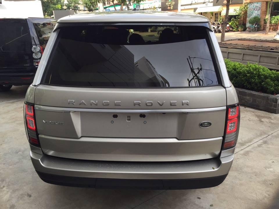Xe Range Rover Vogue màu vàng cát 03