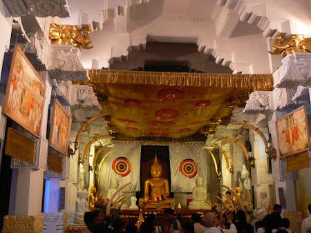 Cel mai sfant loc din Sri Lanka: templul dintelui de la Kandy