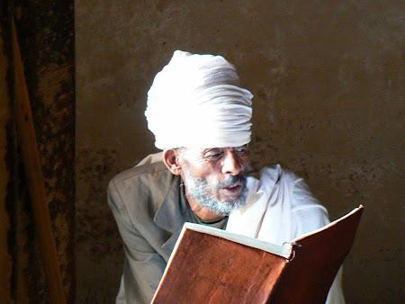 Declansam povesti: Calugar ortodox intr-o biserica de stanca din Tigray