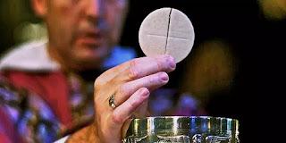 Chúa Giêsu hiện diện trong Thánh Thể bao lâu sau khi chúng ta rước lễ?