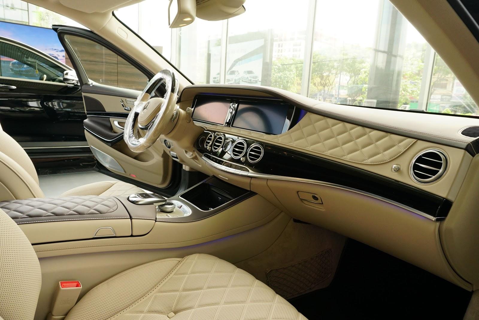 Nội Thất Xe Mercedes Benz S600 MAYBACH Màu Đen 02