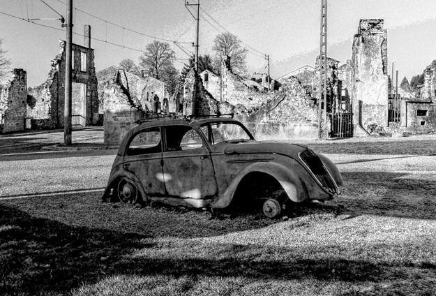 Rusted Car Oradour Sur Glane - HDR B&W 3