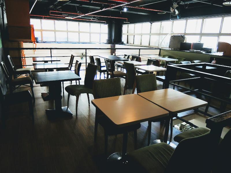 NOTCH 咖啡工場樓中樓層桌椅.jpg