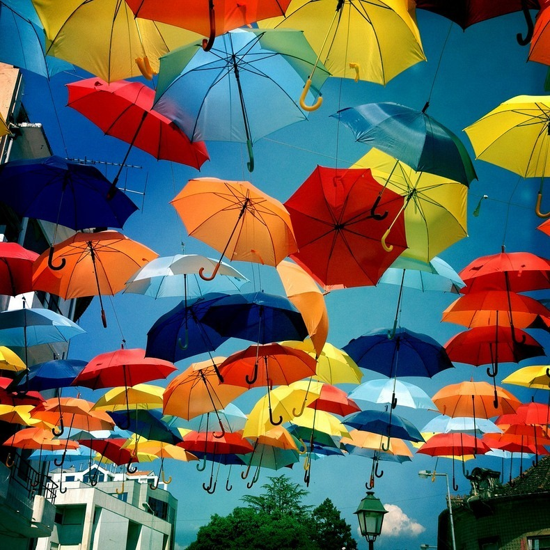 floating-umbrellas-3