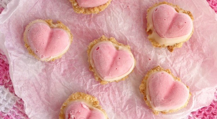 frozen-strawberry-cheesecake-hearts-recipe1-750x410