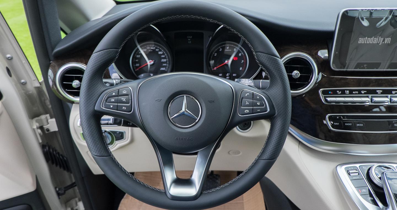 Nội thất xe Mercedes Benz V250 Avantgarde Máy Xăng màu trắng 05