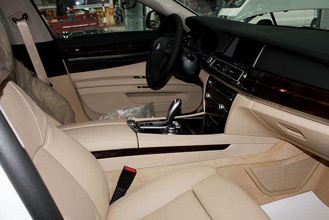 Xe BMW 750Li New Model Màu Trắng 012