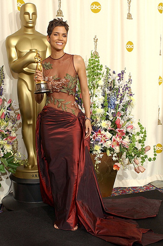 HOLYYWOOD, CA  MARCH 24:    Best Actress winner Halle Berry holds her Oscar statuete backstage at the 74th Annual Academy Awards held at the Kodak Theatre in Hollywood, Ca., March 24, 2002. (Photo by Frank Micelotta/GettyImages)