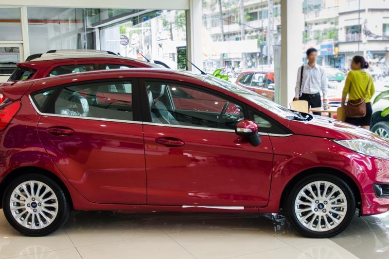 Xe Ford Fiesta 2018 màu đỏ 02