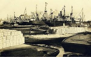 Exportación de naranja y productos agrícolas desde el puerto de Valencia. Postal reproducida en el libro MARITIM. UN PASEO COSTUMBRISTA A TRAVES DE ANTIGUAS TARJETAS POSTALES.jpg
