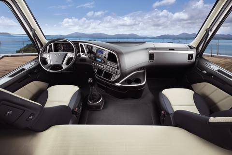 Nội thất xe Hyundai HD360 chở thức ăn gia súc
