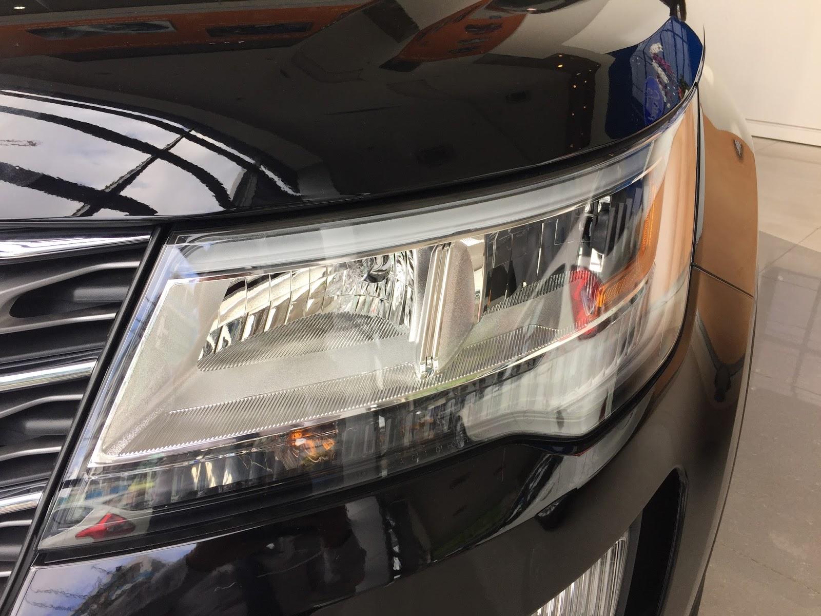 Xe Ford Explorer Limited 4WD màu đen 05