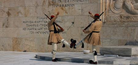 Imagini Grecia: Schimbare garda evzoni la Atena