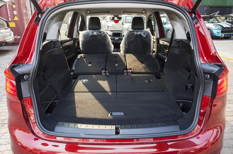 Xe BMW 218i Gran Tourer màu đỏ 07