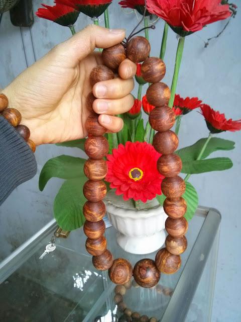 Chuỗi vòng hạt gỗ Sưa cầm tay