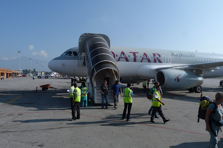 Avion Qatar Airways la Kathmandu International Airport