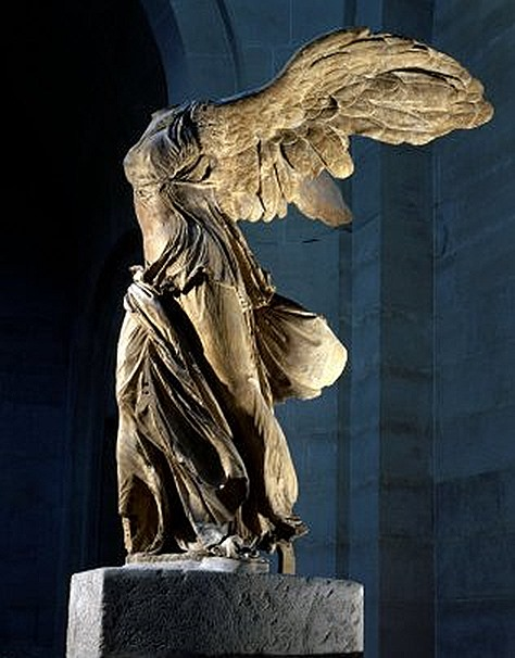 2013-08-01_07_Winged-Nike-of-Samothrace-Museum-Louvre-Paris-France