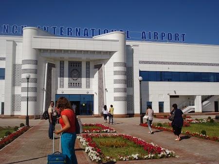01. Aeroportul Urgench.JPG