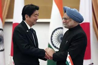 Thủ tướng Nhật Bản Shinzo Abe gặp người đồng cấp Ấn Độ Manmohan Singh tại New Delhi tháng 1/2014.
