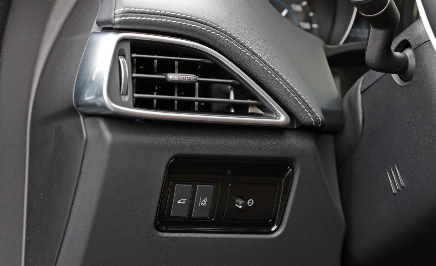 Nội thất xe Jaguar F Pace new model 015