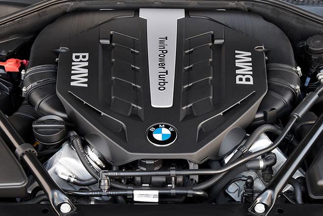 Động cơ xe BMW 750Li New Model Màu Trắng 02