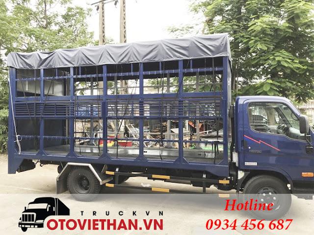 Xe tải chở xe gắn máy hyundai hd700 đồng vàng