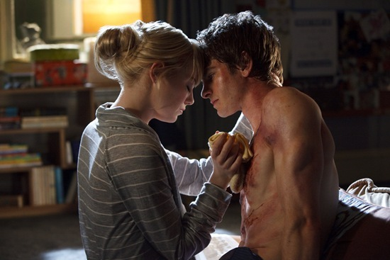 Emma Stone is Gwen Stacy and Andrew Garfield is Peter Parker in The Amazing Spider-Man