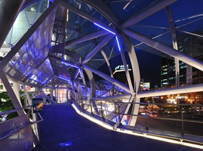 estructura de acero puente peatonal