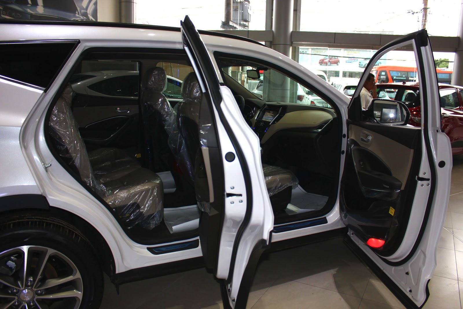 Nội thất xe Hyundai Santafe 7 Chỗ máy xăng màu trắng 06