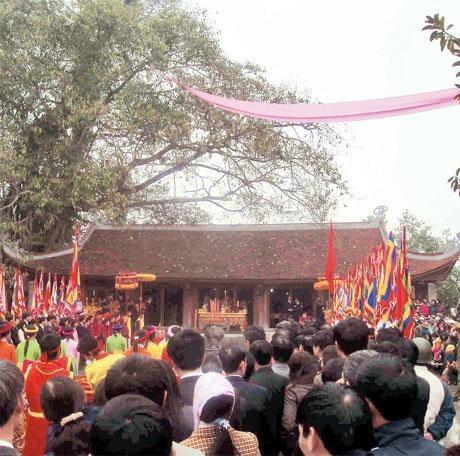 Ðền mẫu Âu Cơ (Hạ Hòa, Phú Thọ).