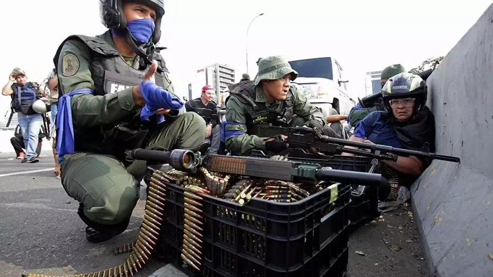 Súng đại liên FM MAG 7.62 mm của Vệ Binh Quốc Gia ly khai tương tự như đại liên M-240 của quân đội Hoa Kỳ.