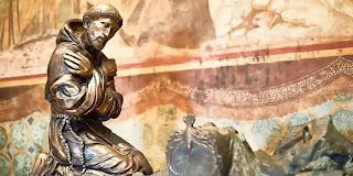Về tấm áo choàng của thánh Phanxicô Assisi