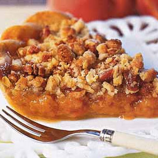 Peaches-and-Cream Streusel Pie