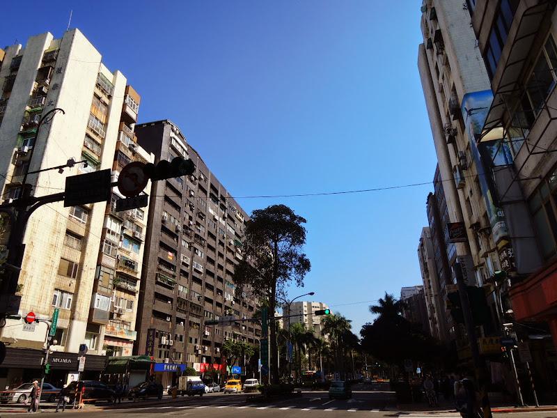 先從這條路口進去就快到六丁目 Cafe 嘍.jpg