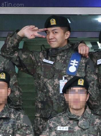 Nụ cười của chàng tân binh được Trung tâm Huấn luyện Quân