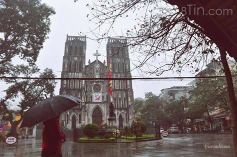 Hà Nội, trên phố mưa mình ai... (Ảnh: Cao Anh Tuan)
